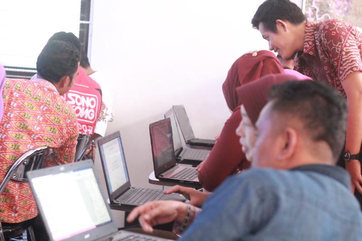 Perangkat Desa Ambowetan Mengikuti Pelatihan Dasar Komputer di Puspindes