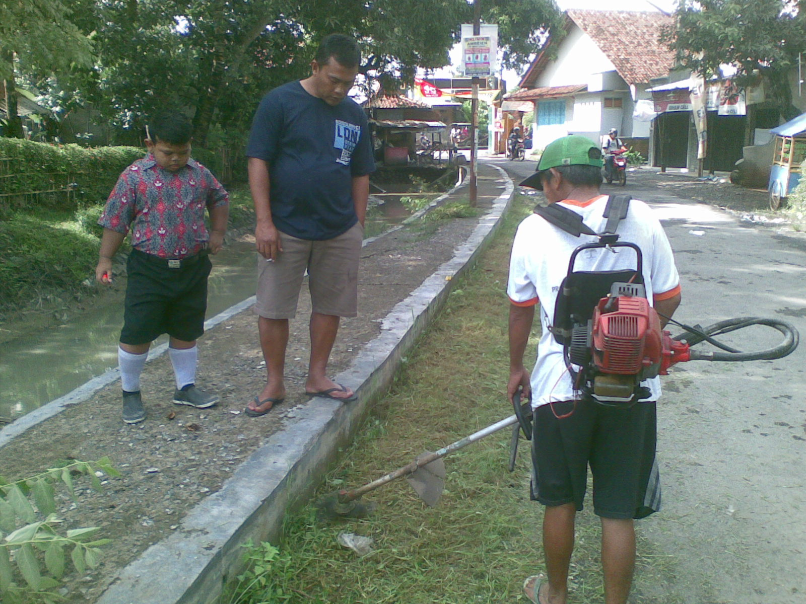 You are currently viewing Bersih Lingkungan Dusun III Desa Ambowetan