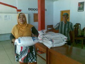 Read more about the article Pembagian RASTRA Tahap II Desa Ambowetan
